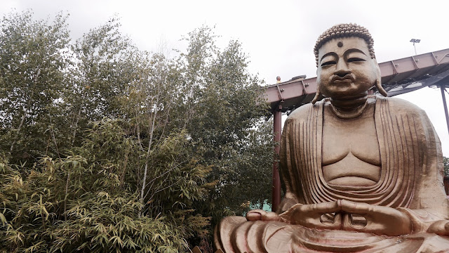 Photos of Giant Gold Buddha Chessington World of Adventures