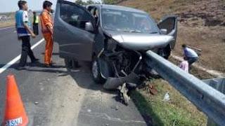 Kecelakaan Akibat Menabrak Guardrail di Tol Solo - Sragen