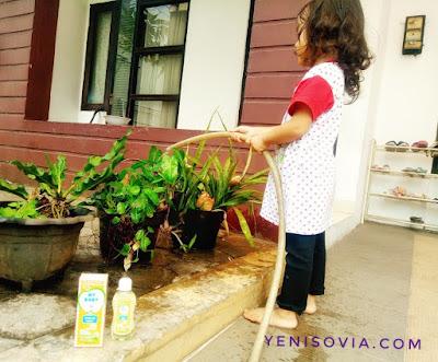 berkebun adalah salah satu kegiatan belajar yang menyenangkan bagi anak