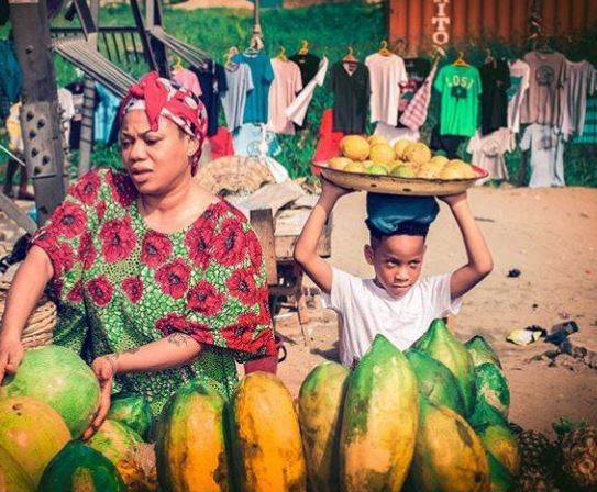Toyin Lawani & her son hawk fruits for the 6th birthday