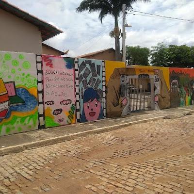 Seabra/BA: Colégio Estadual tem muro revitalizado e grafitado como forma de incentivo a arte