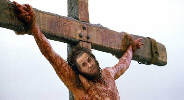 Pastor Silas Malafaia crucificado