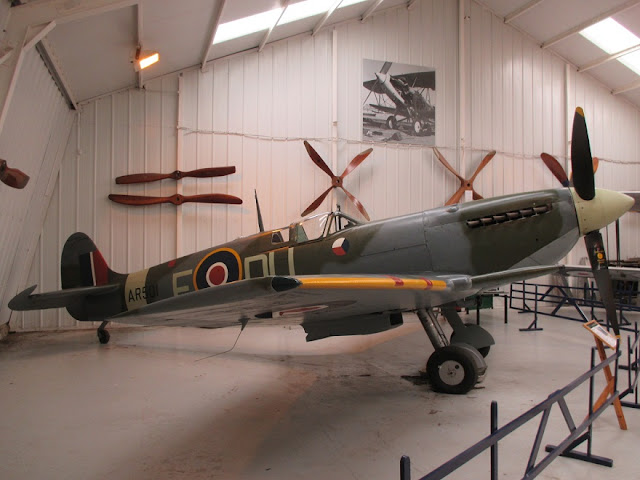 1/144 Shuttleworth diecast metal aircraft miniature Supermarine Spitfire