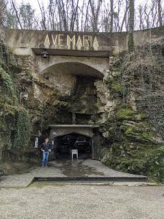 The entrance to Grotta di Rosciano.