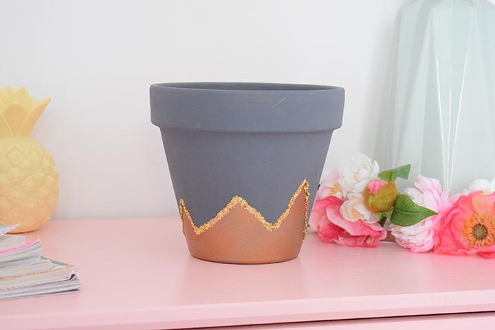 atelier créatif customisation pot de fleurs