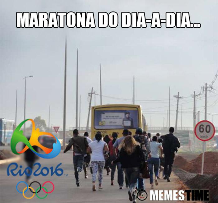 Memes Time correndo para apanhar o autocarro/ónibus – Maratona do dia-a-dia...