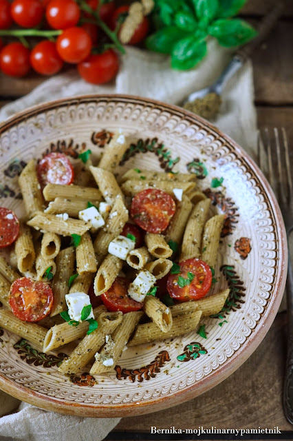 makaron, feta, pomidory, salatka, obiad, wegetarianskie, insulinopornosc, dieta, razowy, bernika, kulinarny pamietnik