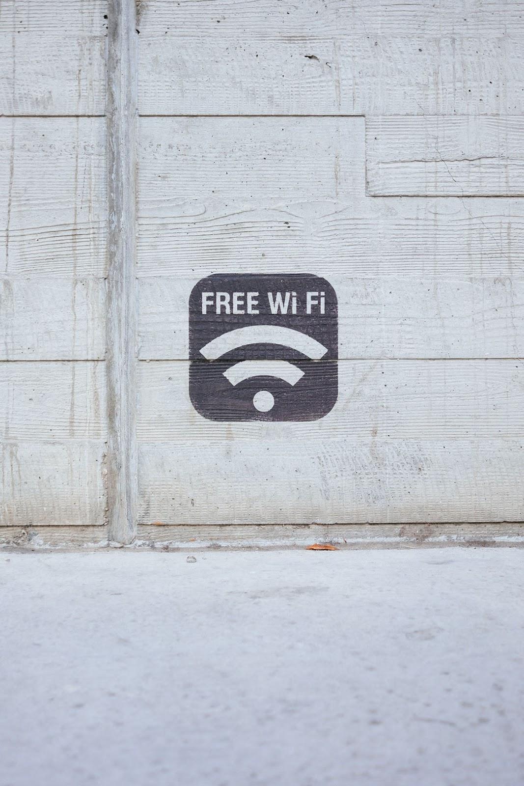 Guna servis Wifi internet percuma semasa percutian
