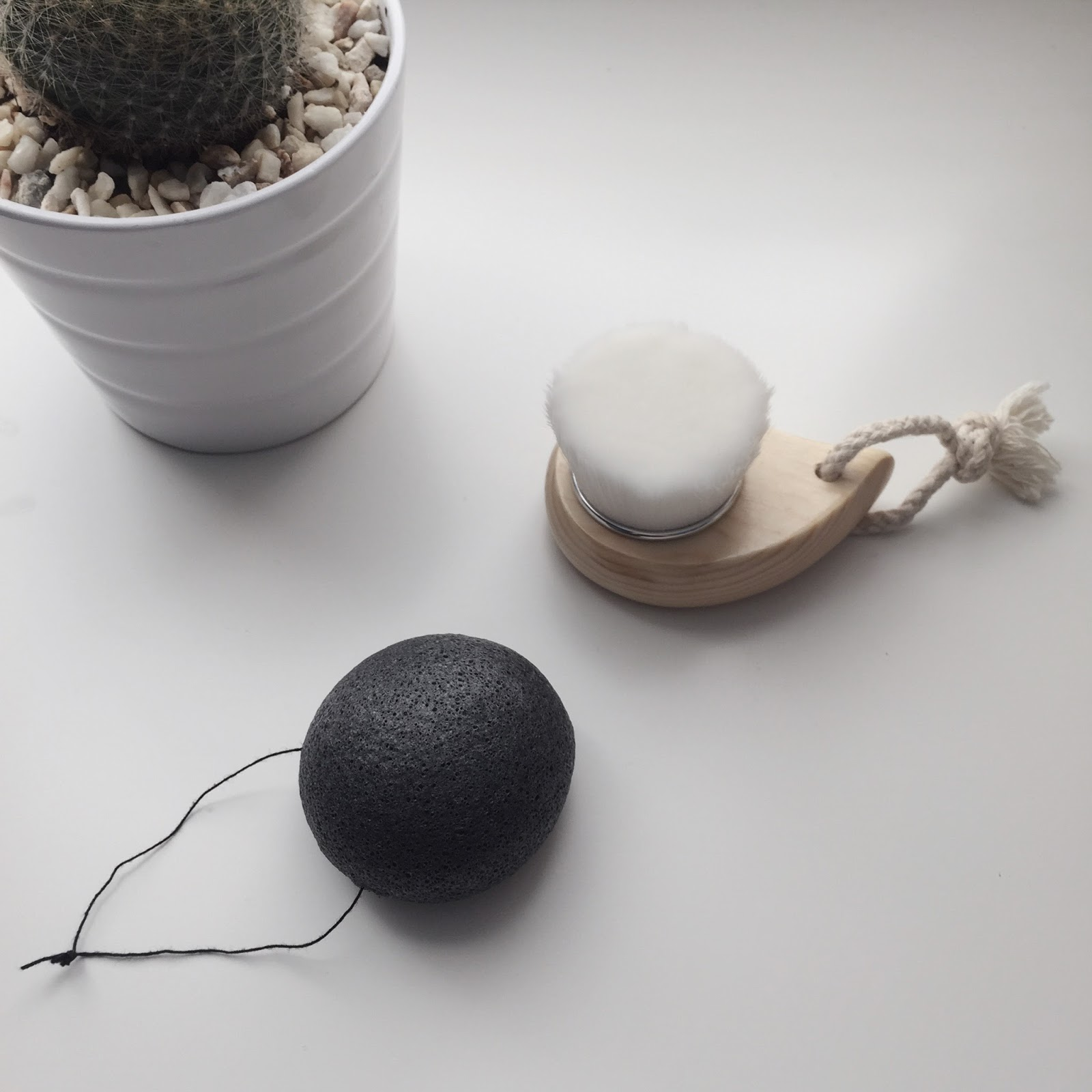 100% Pure Konjac Sponge and Cleansing Brush
