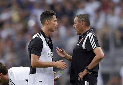 Cristiano Ronaldo và Maurizio Sarri.
