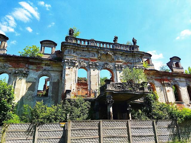 wejście do pałacu w Goszczu, ruiny, zamek, dolny Śląsk