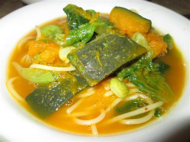 煮權在我@素食生活之樂: 南瓜湯麵三道