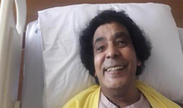 عاجل نقل الفنان محمد منير للمستشفي في حالة حر جة