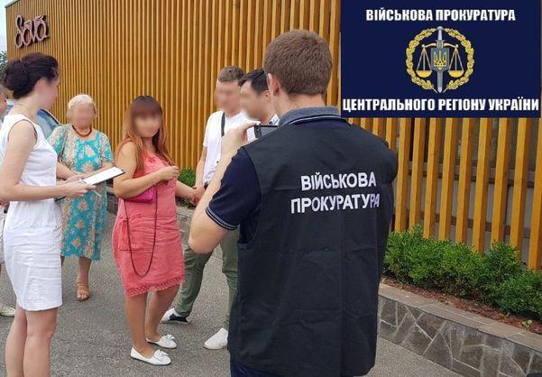 Старшого інспектора Київської митниці затримали на хабарі в майже $3,5 тис