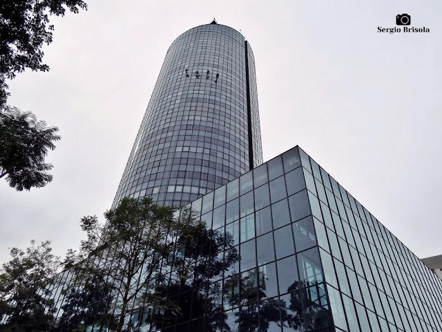 Perspectiva inferior do Edifício Dacon - Jardim Europa - São Paulo