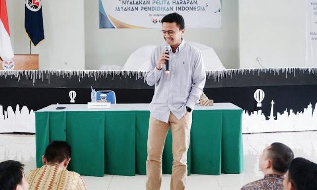 Disebut Jubir Minim Data dan Anak Kemaren Sore oleh Pendukung Jokowi, Faldo Maldini Beri Tanggapan Menohok!
