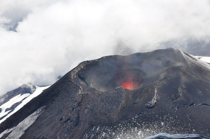 Descubren conexión entre el terremoto de Illapel y tres volcanes del sur