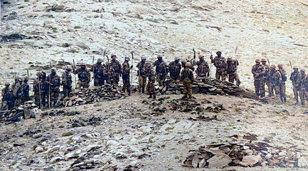 Indian Soldiers in ladakh bunkers