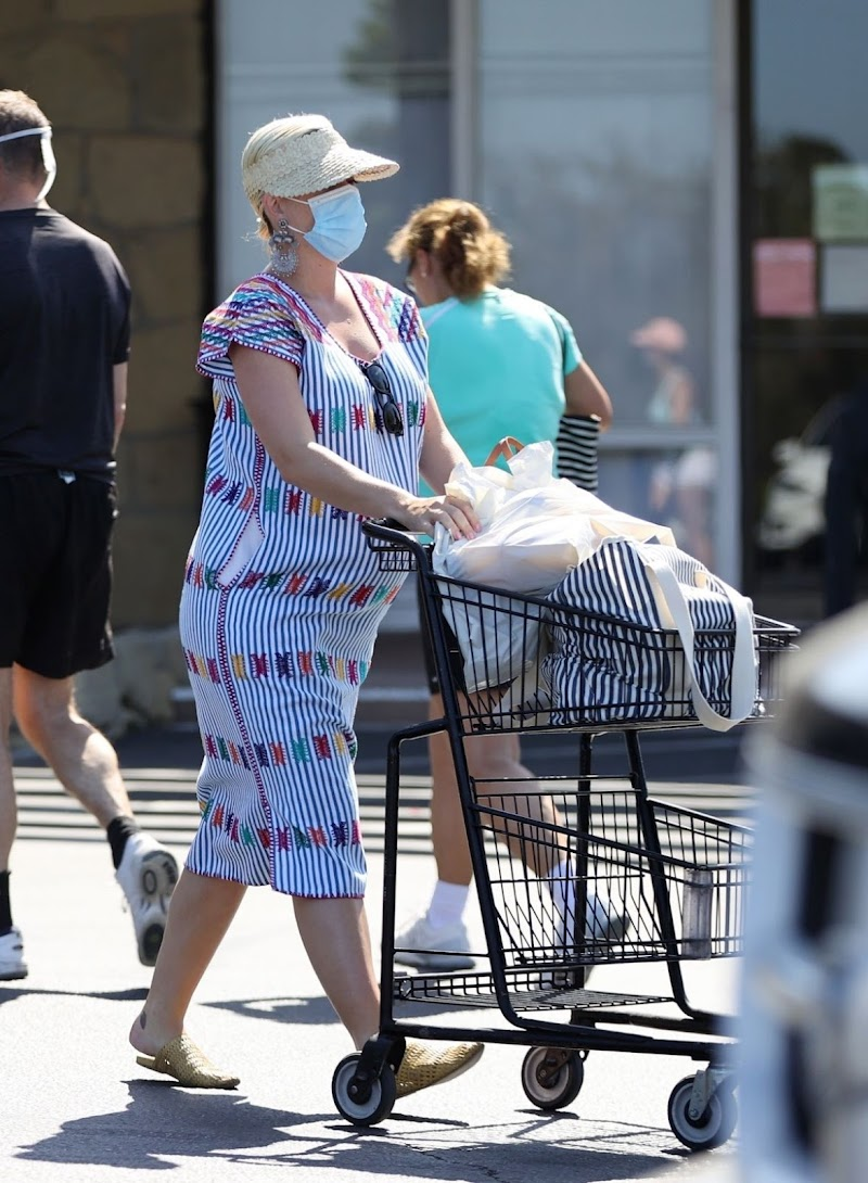 Pregnant Katy Perry  at Vons in Santa Monica 16 Jul -2020