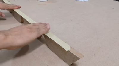 تجميع قطع خشبية مقصوصة بزاوية 36 درجة بلاصق من أعلى