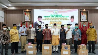 Ketua MABMI Sumut Zahir Bagikan Masker dan Hand Sanitizer