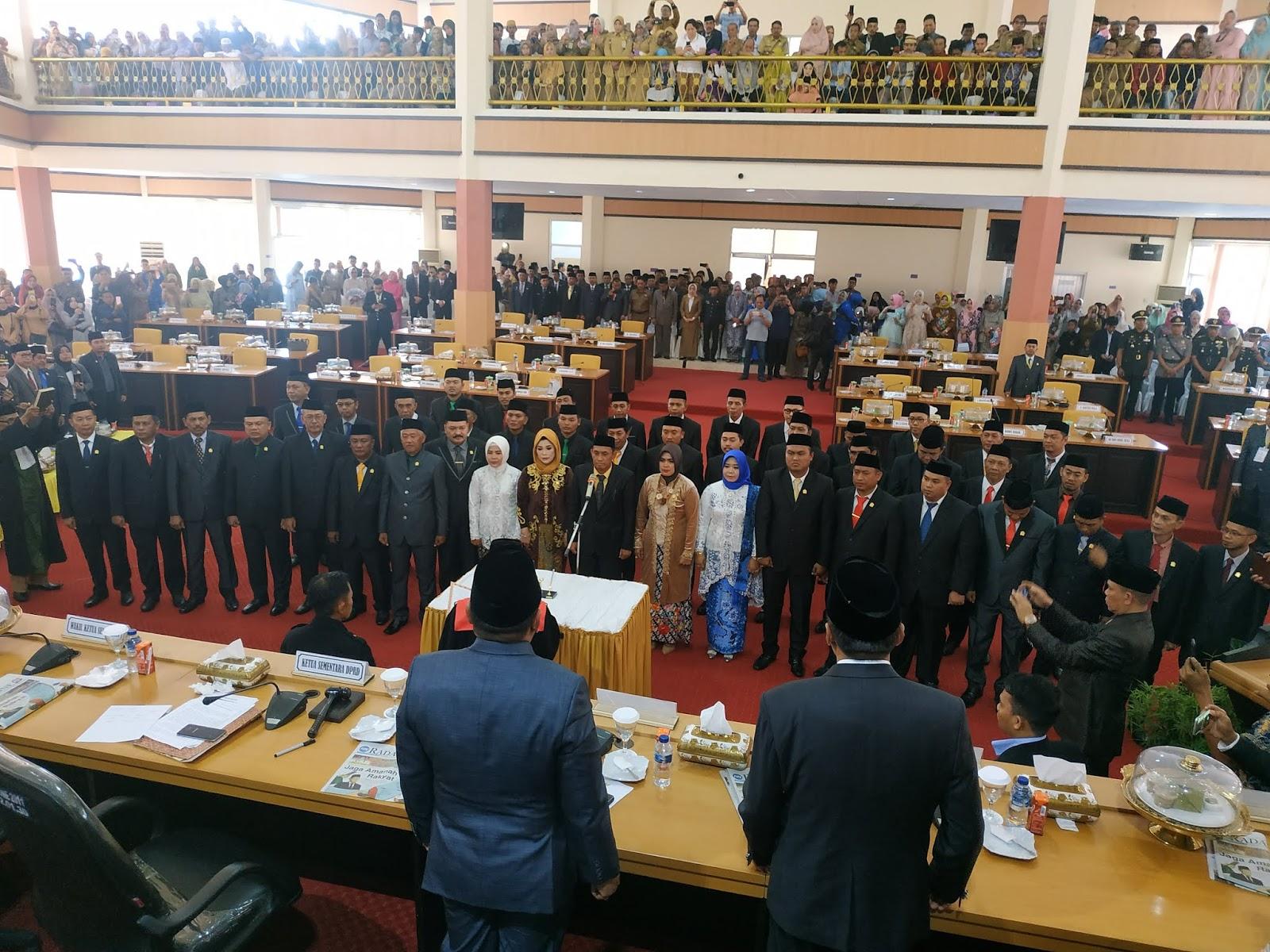 Suasana Pengambilan Sumpah dan Janji Legislator Bone di Sidang Paripurna Istimewa DPRD Bone