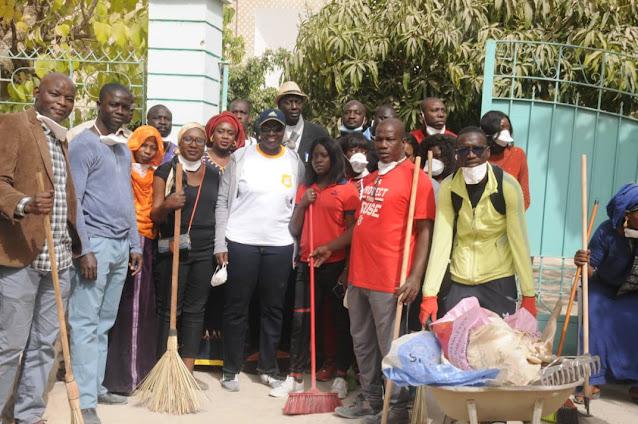 Les journées nationale de nettoiement pour un Sénégal propre : Projets, journées, nationale, nettoiement, propreté, protection, préservation, environnement, insalubrité, littoral, côtière, écosystème, ville, vert, déchet, balai, maisons, rues, quartiers, espaces, publics, mer, île, côte, plage, LEUKSENEGAL, Dakar, Sénégal, Afrique