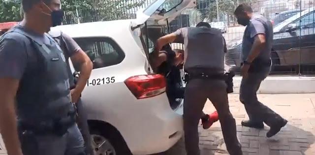 Filho é preso por matar a mãe com martelo após ser filmado apanhando dela