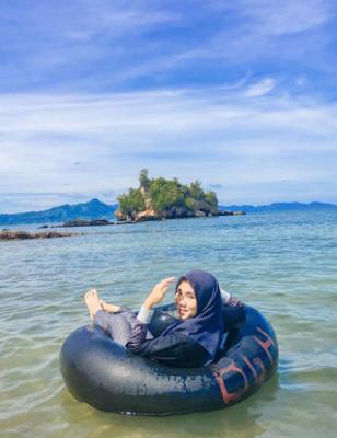 Pulau Batu Lubang Gajah  :  Harga Masuk, Aktivitas Wisata & Akses Lokasi |