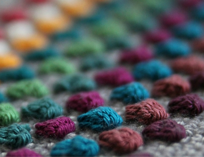 Swatching to see how your stitch looks (photo by Haakmaarraak) | Happy in Red