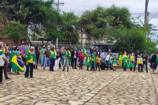 Mobilização Nacional grupo participa de ato na defesa de Jair Bolsonaro em Vitória da Conquista