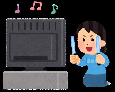 テレビでコンサートを見る人のイラスト(ペンライト・女性)
