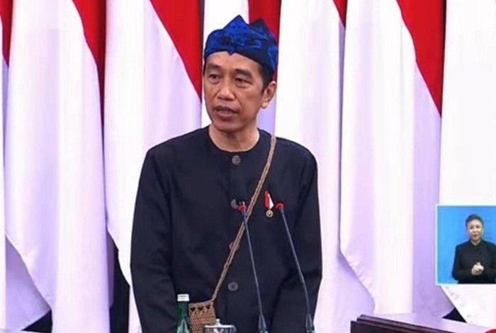 Komentari Tampilan Jokowi, Rocky Gerung: Pakaian Adat Tapi Kelakuan Biadab, Sampah!