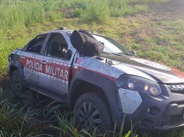 No Brejo Paraibano, viatura da PM fica parcialmente destruída após capotagem
