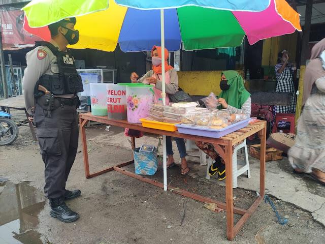 Berikan Rasa Aman Polisi Patroli Pasar Ramadhan