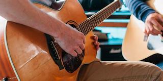 Escola Online para Músicos Independentes Escola Online que ensina Artistas independentes a fazerem da Música sua profissão.