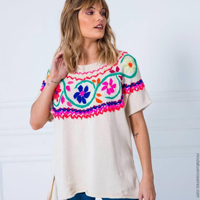 Moda verano 2018 ropa de mujer. Blusas con vivos bordados.