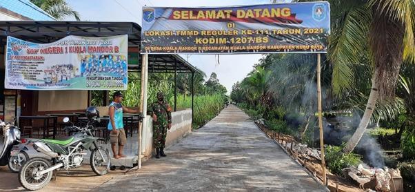 Jalan Masuk Dusun Maju Jaya Bersih dan Lebar Berkat TMMD Ke-111  Kodim 1207/Pontianak