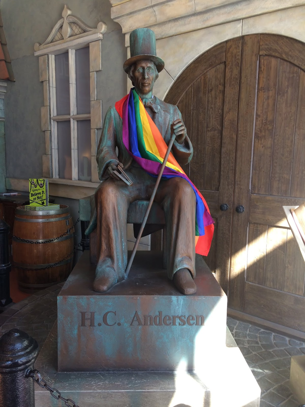 Animatronic statue of Hans Christian Andersen