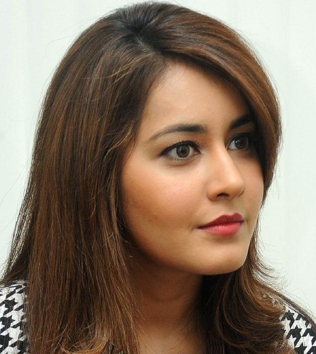 Beautiful Delhi Girl Rashi Khanna Cute Face Closeup Photos ❤