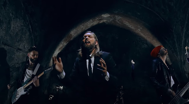 Swedish band MadMan's Choice sings in Albanian 'Xhamadani vija-vija'