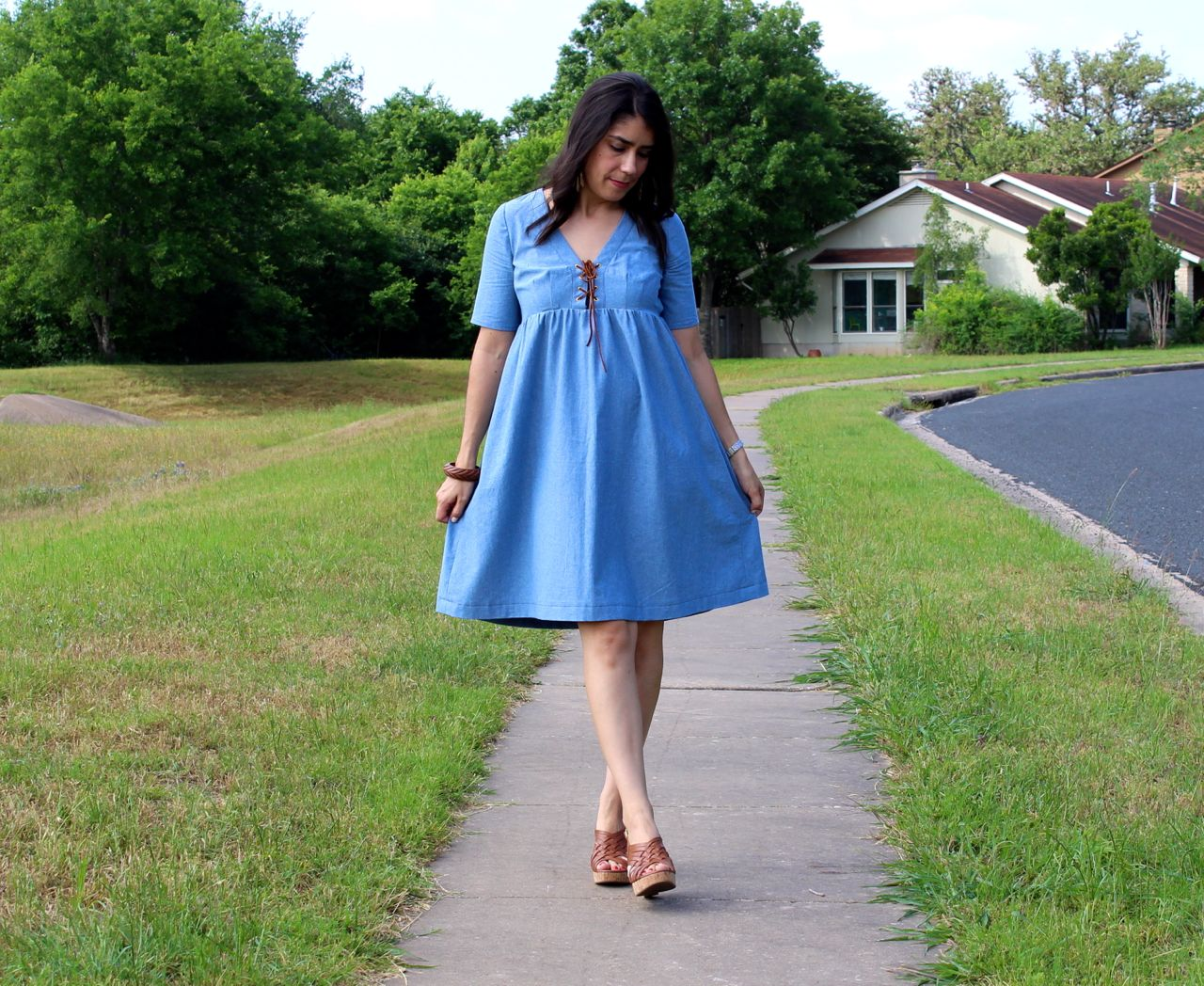 Misty a la mode chambray lace front dress for Chambray 7 s