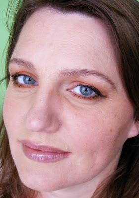 Eyeshadow Colors That Make Blue Eyes Pop 1