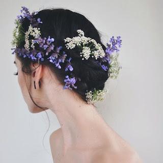 แต่งผมด้วยดอกไม้
