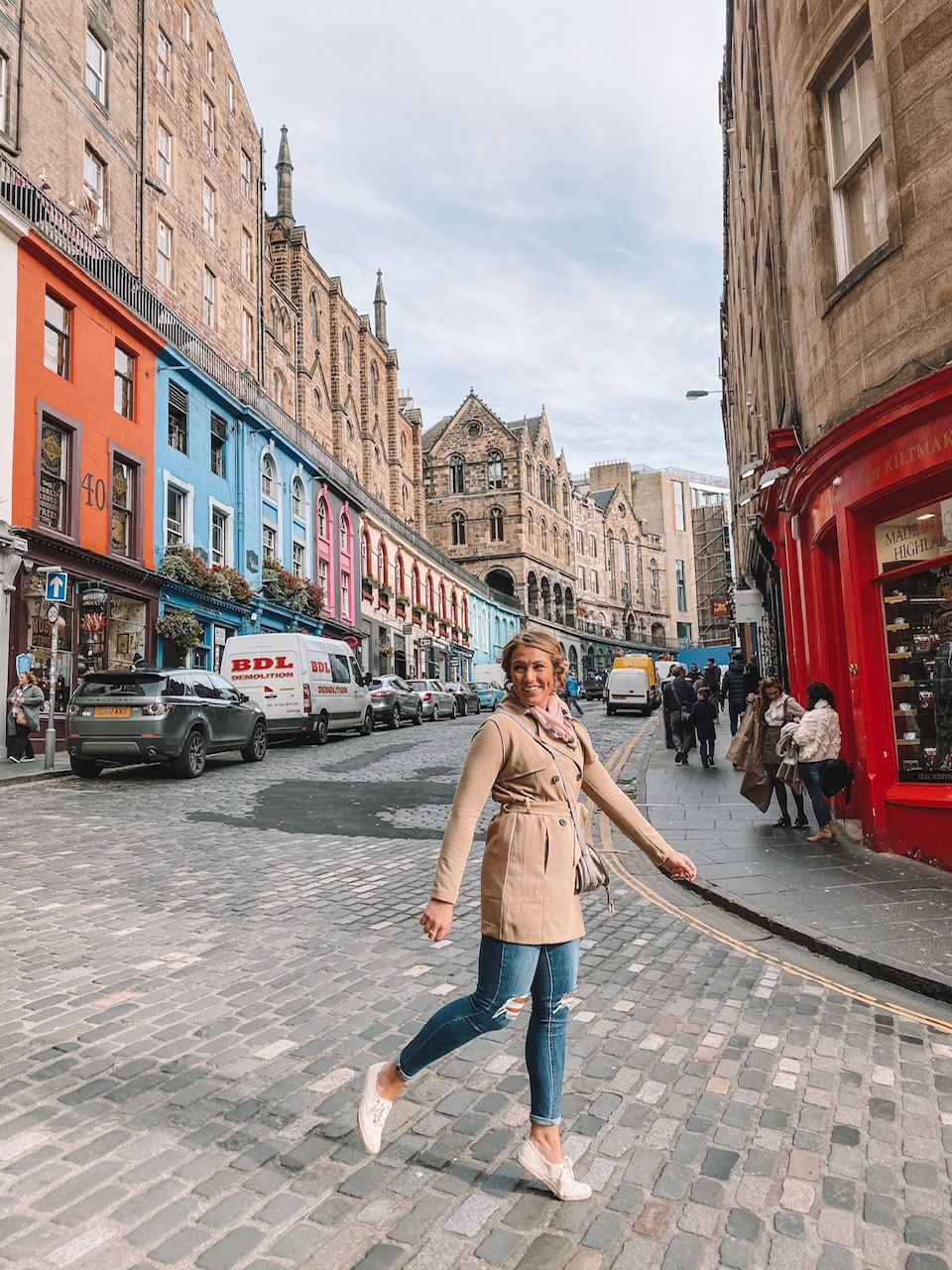 travel blogger Amanda Martin walks down Victoria Street, aka Diagon Alley in Edinburgh