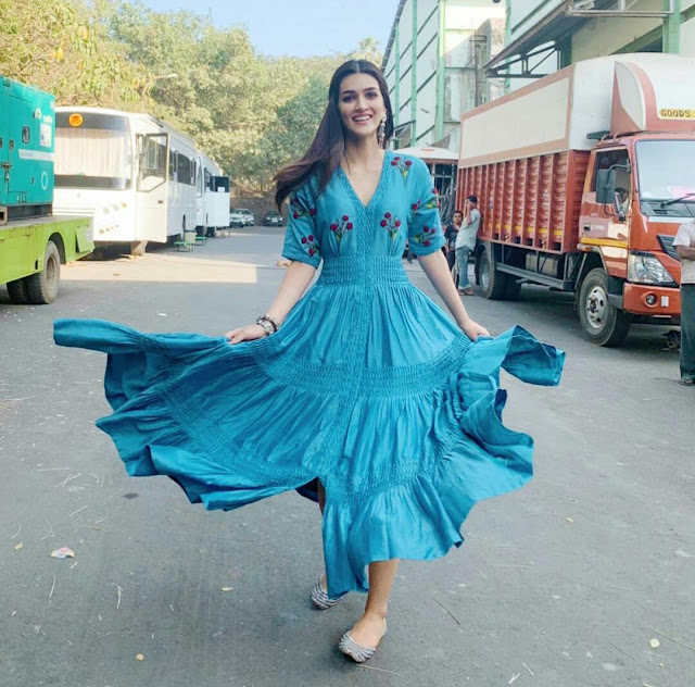 Kriti Sanon Looking Gorgeous In Blue Dress