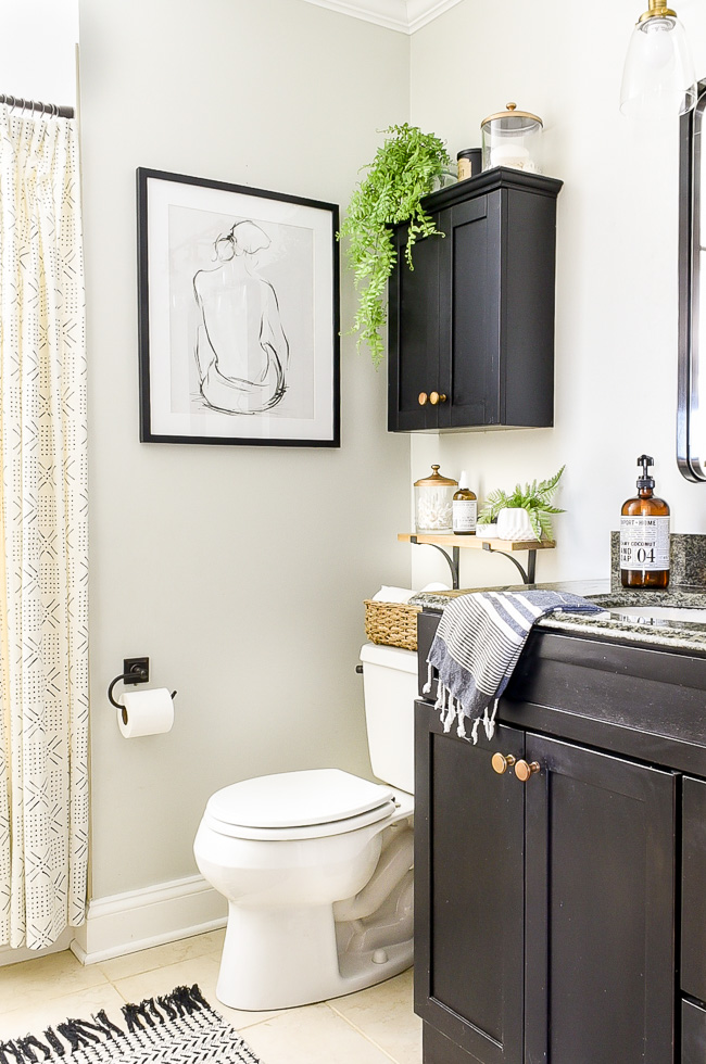 vintage modern budget friendly bathroom makeover