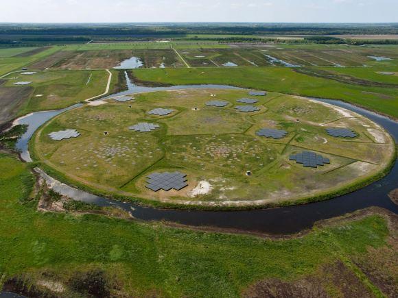 Observatório LOFAR na Holanda - primeiro sinal de rádio detectado de um exoplaneta