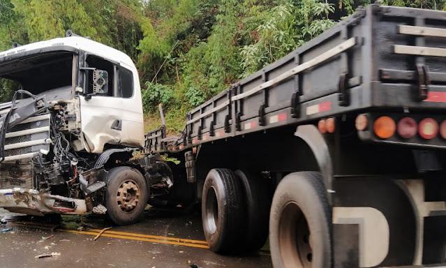 Duas pessoas ficam feridas em acidente na PR-466