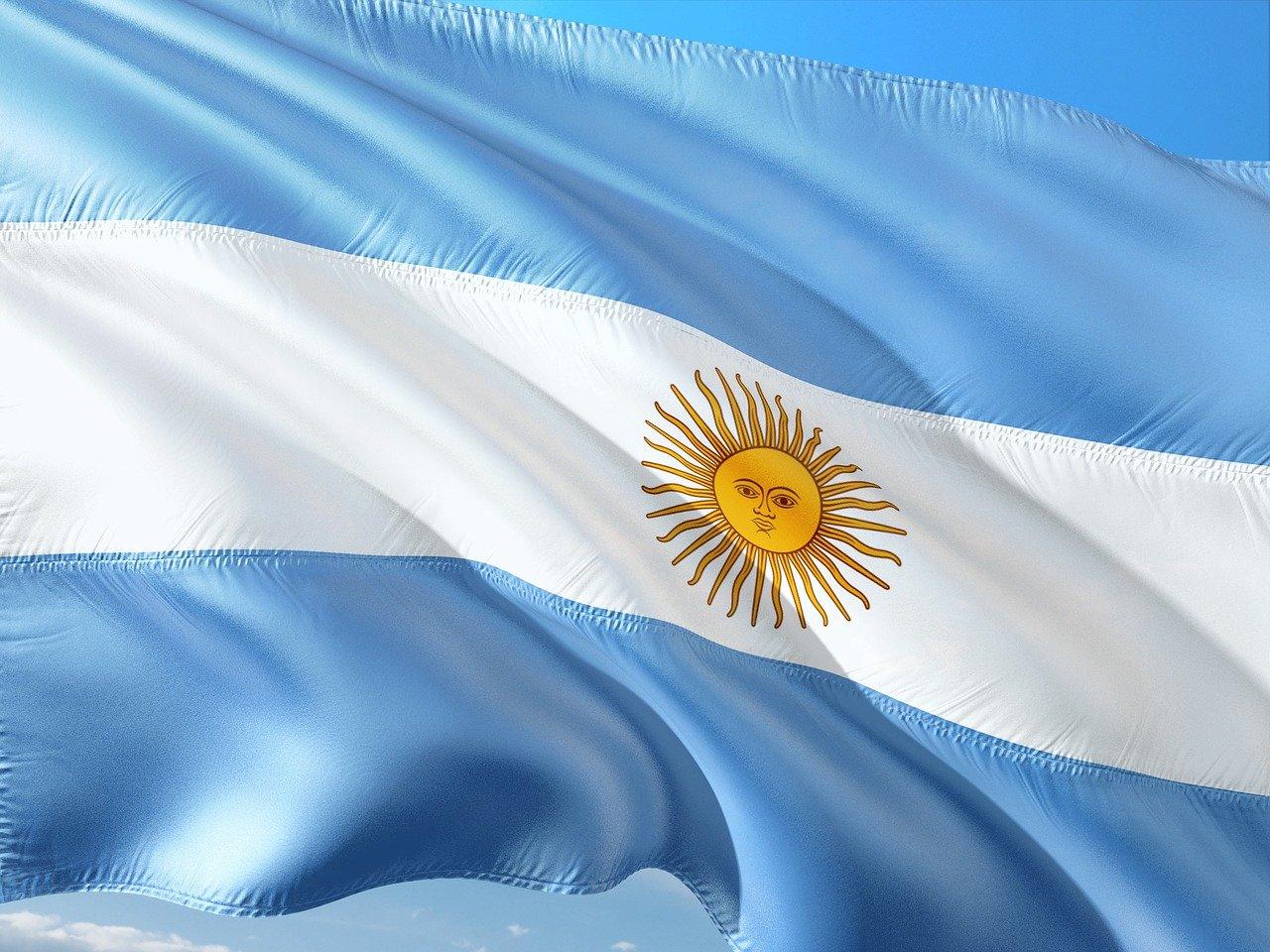 bandeira argentina azul e branca movendo-se com o vento